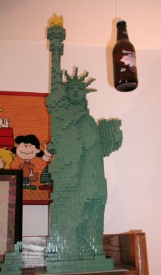 Lady Liberty holds a torch for Root Beer (Jan 2004)