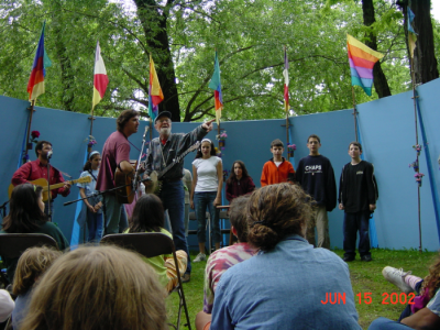 Jonah (far right) sings with Pete Seeger at the Clearwater Festival (Jun 15, 2002)